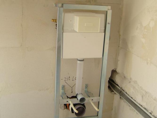 Achterwand Hangend Toilet : Hangtoilet plaatsen laten doen voor een scherpe prijs loodgieter